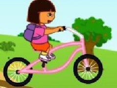 朵拉骑自行车游玩